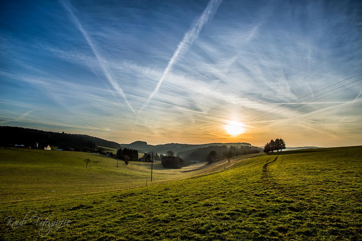 """Sonnenaufgang im Sauerland. In der Ortschaft mit dem schönen Namen """"Faule Butter"""". Foto: Michael Kaub"""