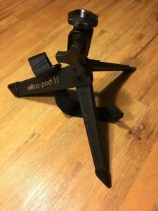 Das Ultra-Pod II ist ein leistungsstarkes Mini-Stativ. (Foto: Michael Kaub)